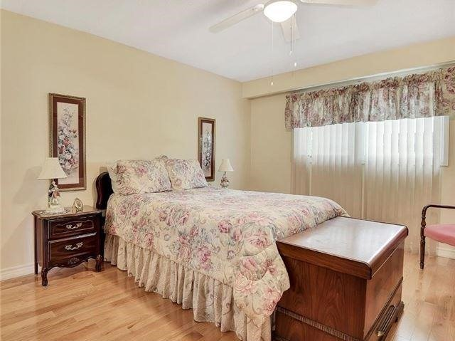 Detached at 366 London Rd, Newmarket, Ontario. Image 4