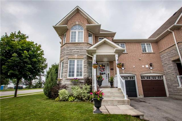 Townhouse at 65 Red River Cres, Newmarket, Ontario. Image 1
