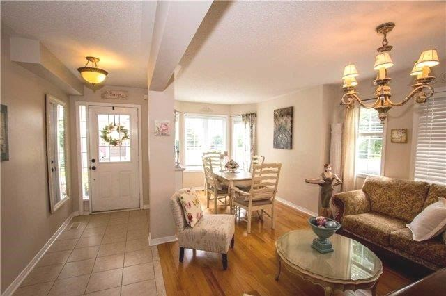 Townhouse at 65 Red River Cres, Newmarket, Ontario. Image 12