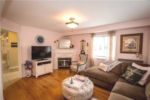 Townhouse at 65 Red River Cres, Newmarket, Ontario. Image 19