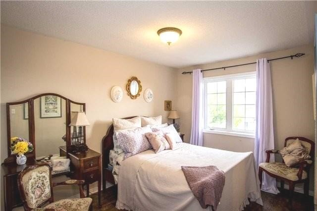 Townhouse at 65 Red River Cres, Newmarket, Ontario. Image 3