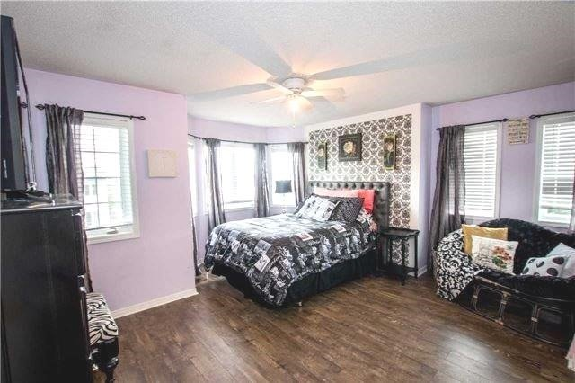Townhouse at 65 Red River Cres, Newmarket, Ontario. Image 4