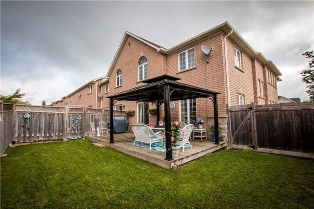 Townhouse at 65 Red River Cres, Newmarket, Ontario. Image 10