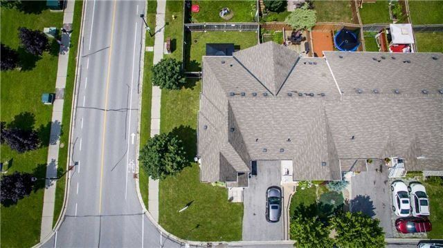 Townhouse at 65 Red River Cres, Newmarket, Ontario. Image 11