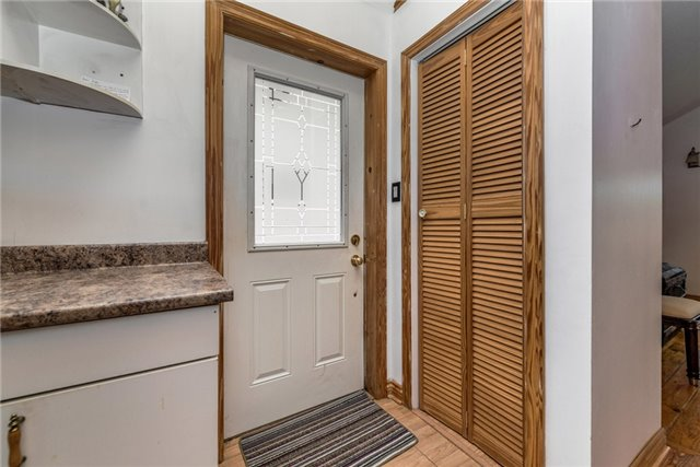 Detached at 1002 Arnold St, Innisfil, Ontario. Image 11