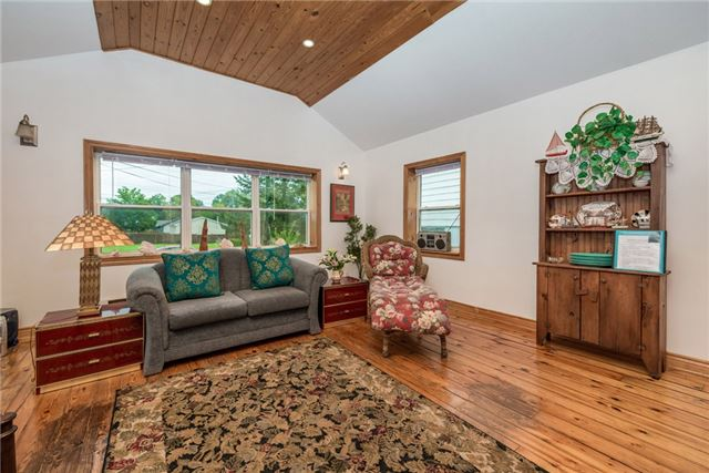 Detached at 1002 Arnold St, Innisfil, Ontario. Image 12