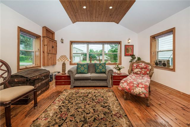 Detached at 1002 Arnold St, Innisfil, Ontario. Image 13