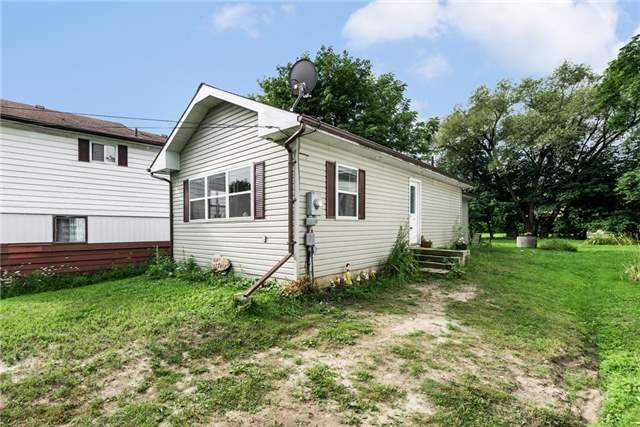 Detached at 1002 Arnold St, Innisfil, Ontario. Image 4
