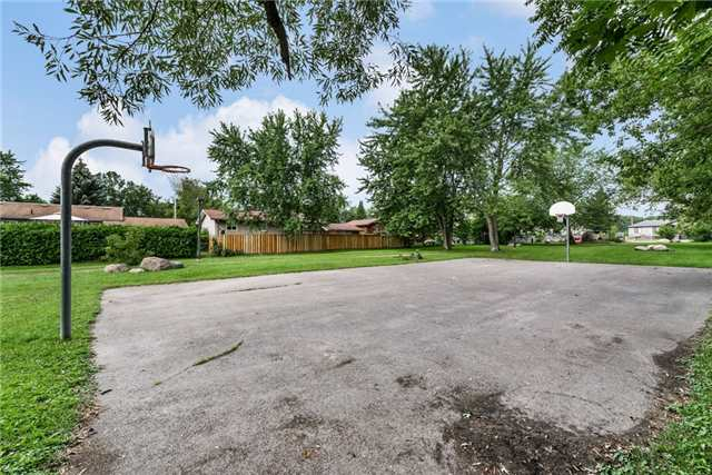 Detached at 1002 Arnold St, Innisfil, Ontario. Image 8