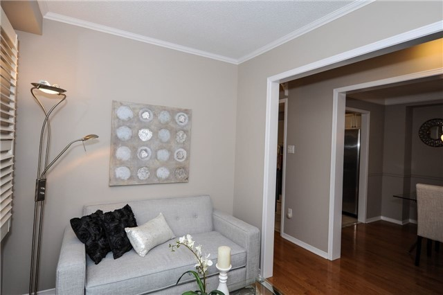 Detached at 22 Bayel Cres, Richmond Hill, Ontario. Image 12