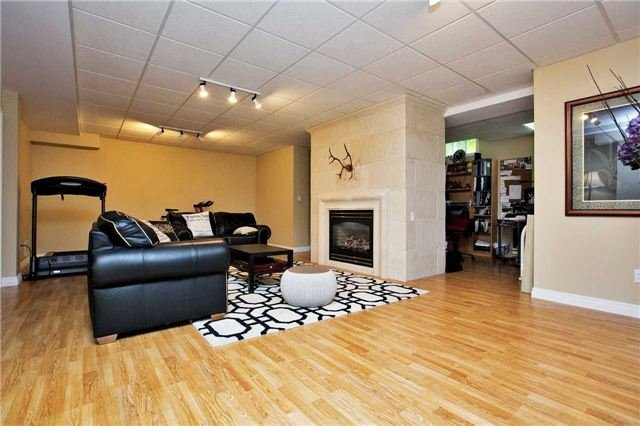 Detached at 13903 Warden Ave, Whitchurch-Stouffville, Ontario. Image 3