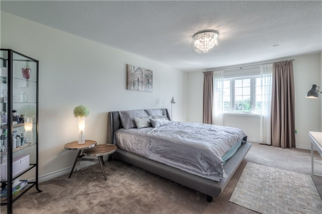 Link at 84 Living Cres, Markham, Ontario. Image 3