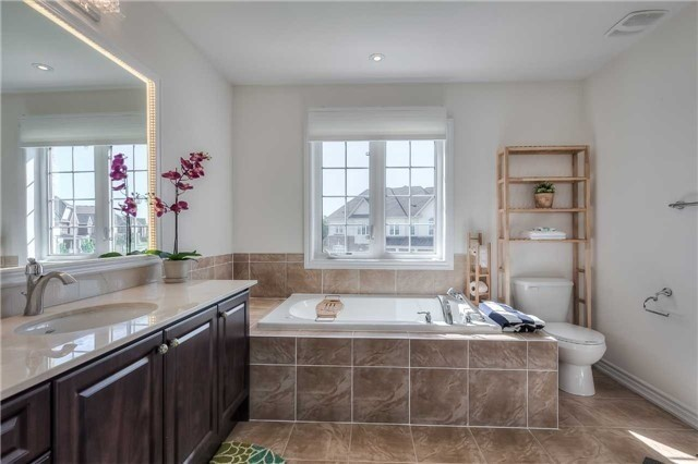 Link at 84 Living Cres, Markham, Ontario. Image 4