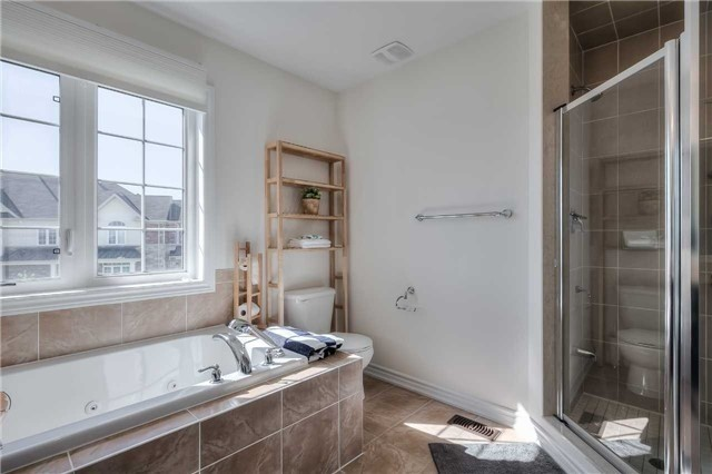 Link at 84 Living Cres, Markham, Ontario. Image 7