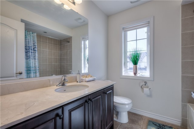 Link at 84 Living Cres, Markham, Ontario. Image 9