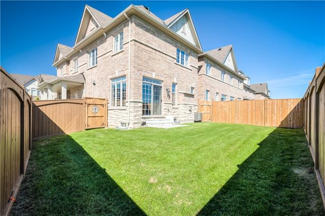 Link at 84 Living Cres, Markham, Ontario. Image 11