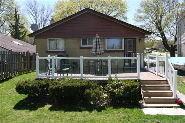 Detached at 114 Glass Dr, Aurora, Ontario. Image 3