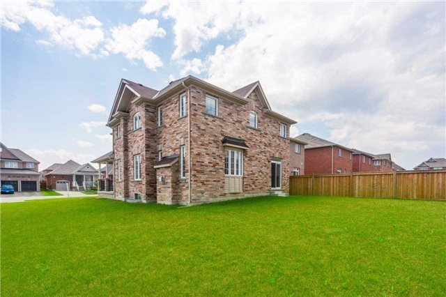 Detached at 1404 Butler St, Innisfil, Ontario. Image 11
