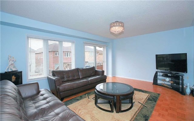Detached at 111 Venice Gate Dr, Vaughan, Ontario. Image 6