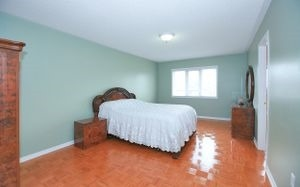Detached at 111 Venice Gate Dr, Vaughan, Ontario. Image 8