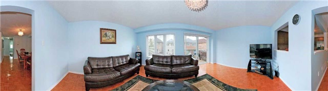 Detached at 111 Venice Gate Dr, Vaughan, Ontario. Image 2