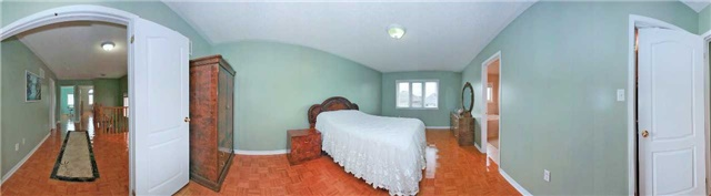 Detached at 111 Venice Gate Dr, Vaughan, Ontario. Image 3