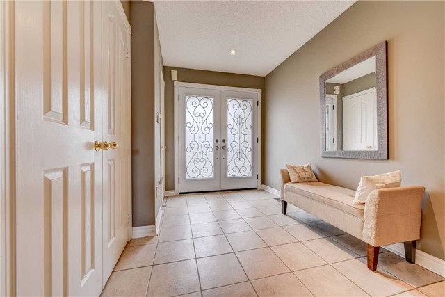 Townhouse at 25 Mistleflower Crt, Richmond Hill, Ontario. Image 12