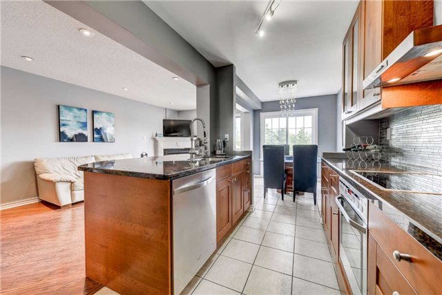 Townhouse at 25 Mistleflower Crt, Richmond Hill, Ontario. Image 16