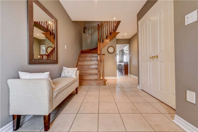Townhouse at 25 Mistleflower Crt, Richmond Hill, Ontario. Image 3