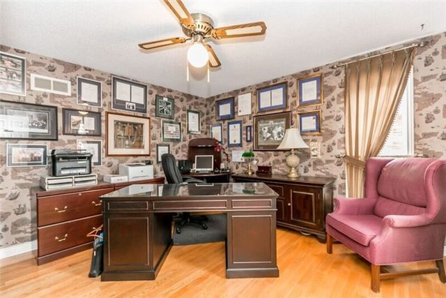 Detached at 2 Cynthia Cres, Richmond Hill, Ontario. Image 18