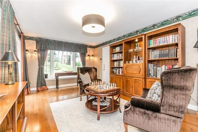 Detached at 2 Cynthia Cres, Richmond Hill, Ontario. Image 2