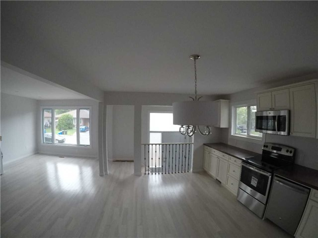 Semi-detached at 29 Walter Ave, Newmarket, Ontario. Image 3