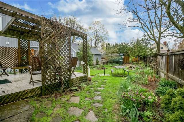 Detached at 30 Victoria St, Whitchurch-Stouffville, Ontario. Image 11
