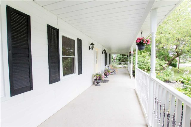 Detached at 4 Vanvalley Dr, Whitchurch-Stouffville, Ontario. Image 14