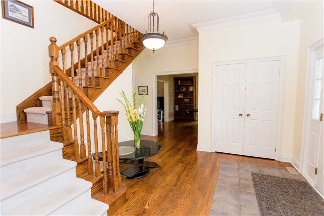 Detached at 4 Vanvalley Dr, Whitchurch-Stouffville, Ontario. Image 16