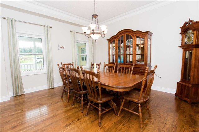 Detached at 4 Vanvalley Dr, Whitchurch-Stouffville, Ontario. Image 18