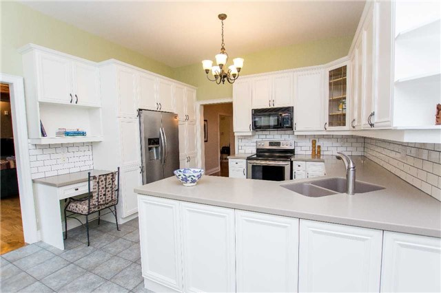 Detached at 4 Vanvalley Dr, Whitchurch-Stouffville, Ontario. Image 20