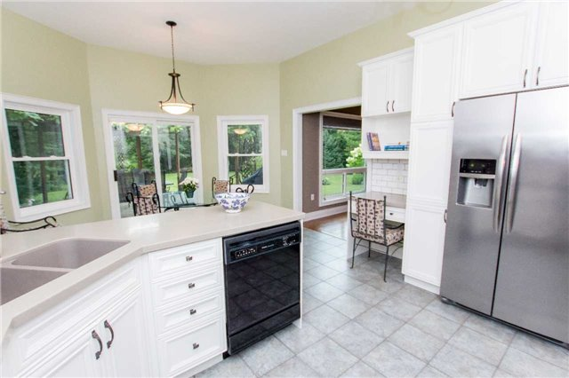 Detached at 4 Vanvalley Dr, Whitchurch-Stouffville, Ontario. Image 3