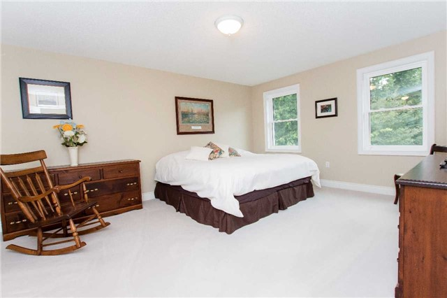 Detached at 4 Vanvalley Dr, Whitchurch-Stouffville, Ontario. Image 4