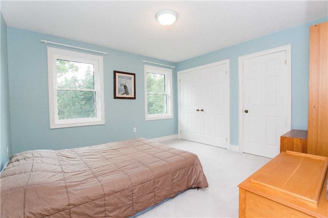 Detached at 4 Vanvalley Dr, Whitchurch-Stouffville, Ontario. Image 10