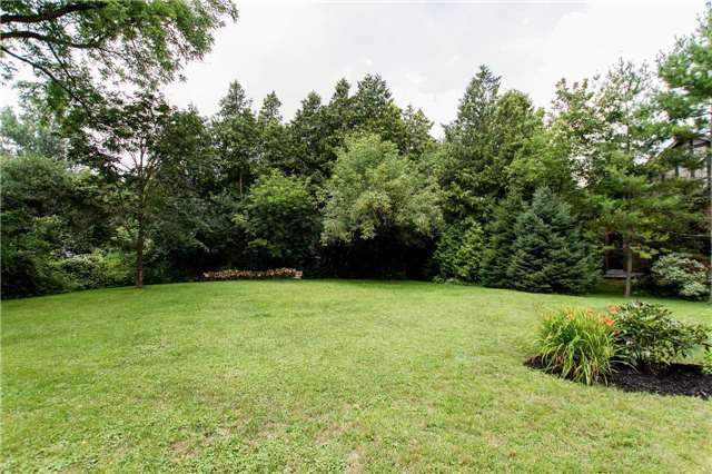 Detached at 4 Vanvalley Dr, Whitchurch-Stouffville, Ontario. Image 13