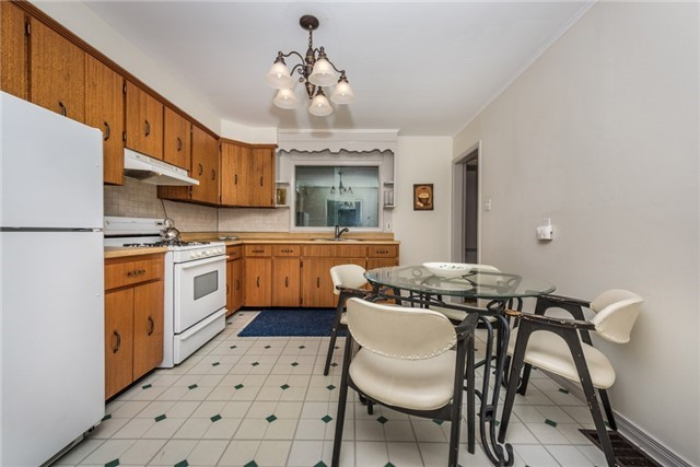 Detached at 2040 Inglewood Dr W, Innisfil, Ontario. Image 12