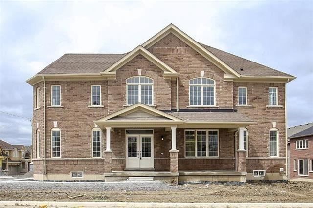 Detached at 2 Clifford Fairbarn Dr, East Gwillimbury, Ontario. Image 14