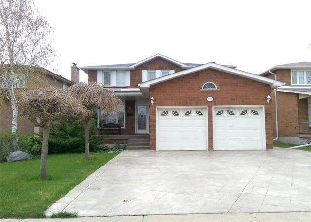 Detached at 8286 Martin Grove Rd, Vaughan, Ontario. Image 1