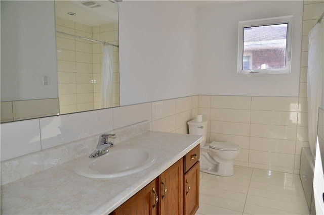 Detached at 8286 Martin Grove Rd, Vaughan, Ontario. Image 5