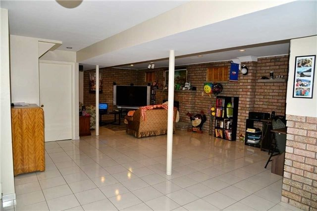 Detached at 8286 Martin Grove Rd, Vaughan, Ontario. Image 8