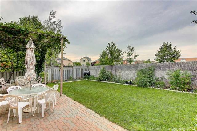 Detached at 69 Alpine Cres, Richmond Hill, Ontario. Image 9