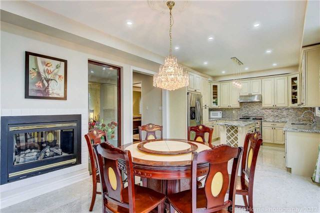 Detached at 69 Alpine Cres, Richmond Hill, Ontario. Image 14