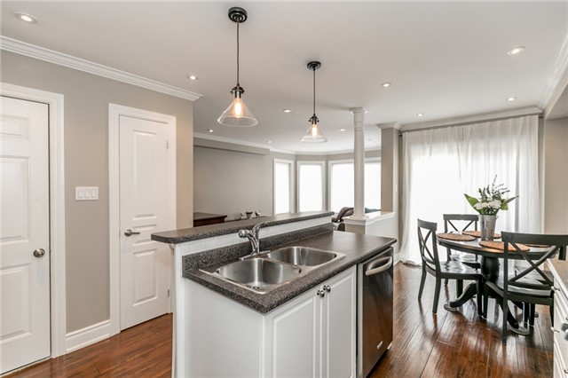 Townhouse at 73 Sequin Dr, Richmond Hill, Ontario. Image 2