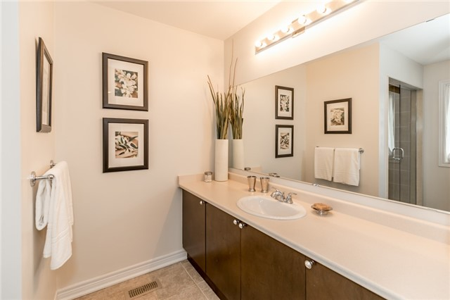 Townhouse at 73 Sequin Dr, Richmond Hill, Ontario. Image 8